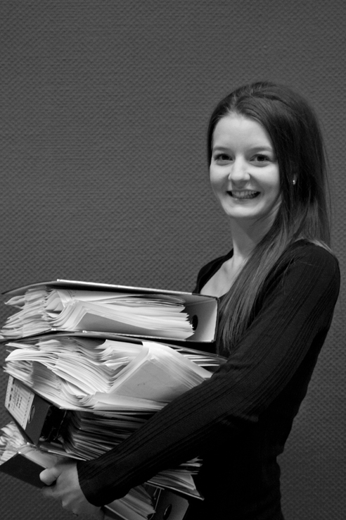 registration die deutSCHule; office staff holding files and smiling