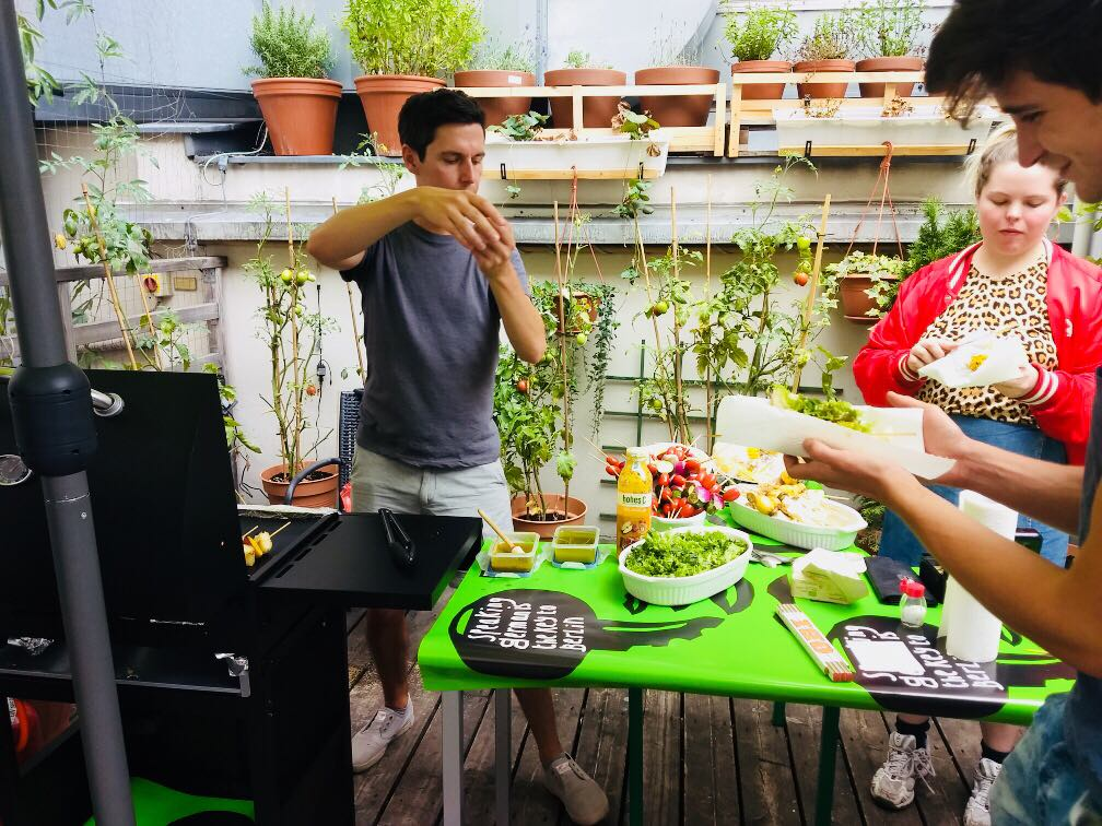 Café die deutSCHule; Barbeque on the terrace