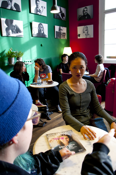 Learn to speak German; students sitting in the deutSCHule café