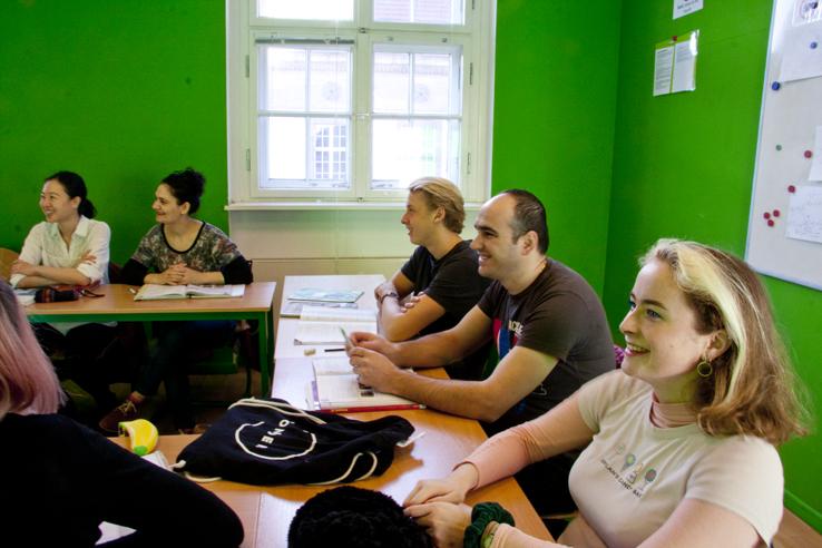 Deutschkurs B2 Berlin; Schüler im Unterricht