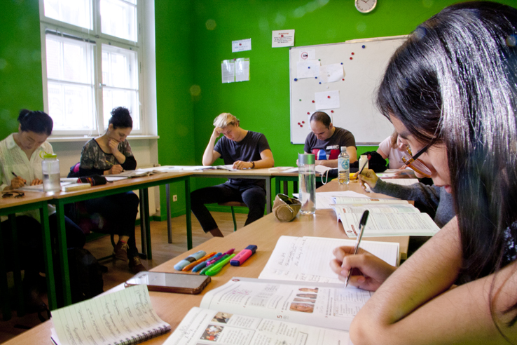 German lessons Berlin; Students working with their German books